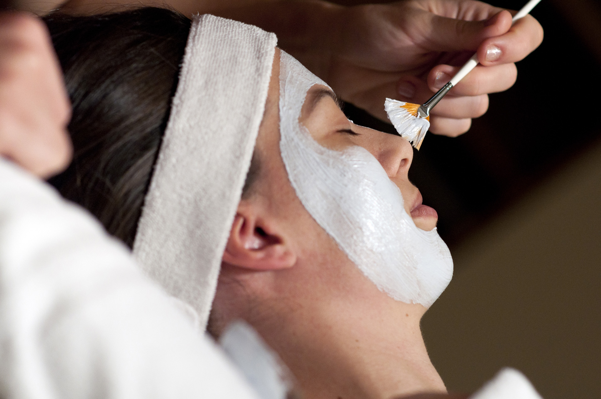 facial massage with hot and cold stones